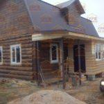 сруб дома 6 на 8 с ломанной крышей и закрытой верандой