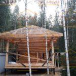 Сруб бани 4 на 6 метров с верандой и вальмовой крышей