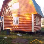 Сруб дома 6 на 6 с ломаной крышей и красивой отделкой