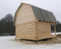 Сруб дома 4 на 6 с верандой и ломаной крышей
