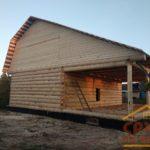 Сруб дома 6 на 9 с большим выносом под крышу