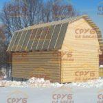 сруб дома 6 на 8 с ломанной крышей рубленный в лапу (2)